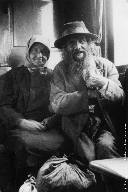 circa 1925:  An elderly Jewish couple en route to Palestine