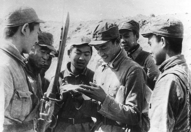 1949: Chinese communist troops who are involved in the attack on Shanghai