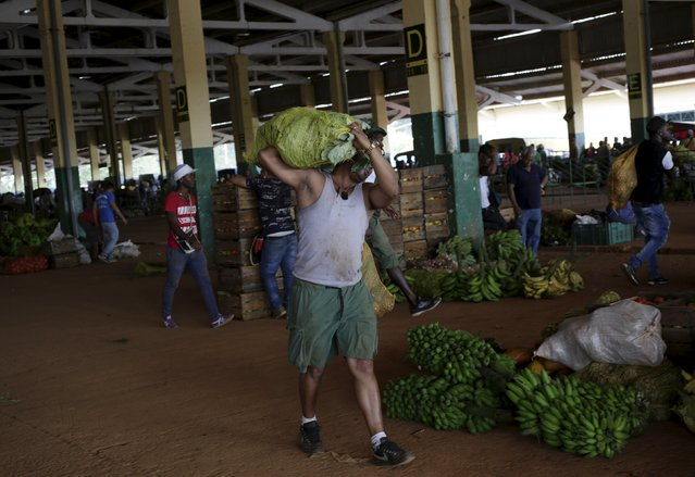 A man carries a bag of vegetables at a wholesale market in Havana April 13, 2016. (Photo by Enrique de la Osa/Reuters)