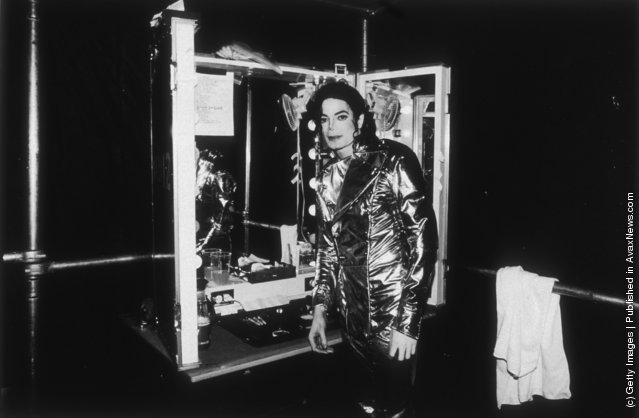 Michael Jackson relaxing backstage during his HiStory concert tour held  in New York in 1997