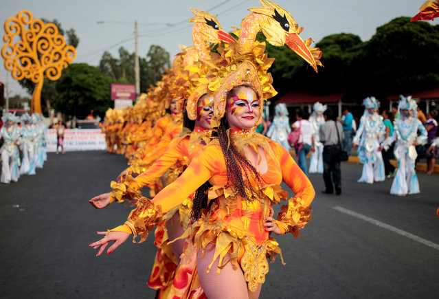 """Revellers perform during an annual carnival called """"Alegria por la Vida"""" (Joy for life) in Managua, Nicaragua May 7, 2016. (Photo by Oswaldo Rivas/Reuters)"""
