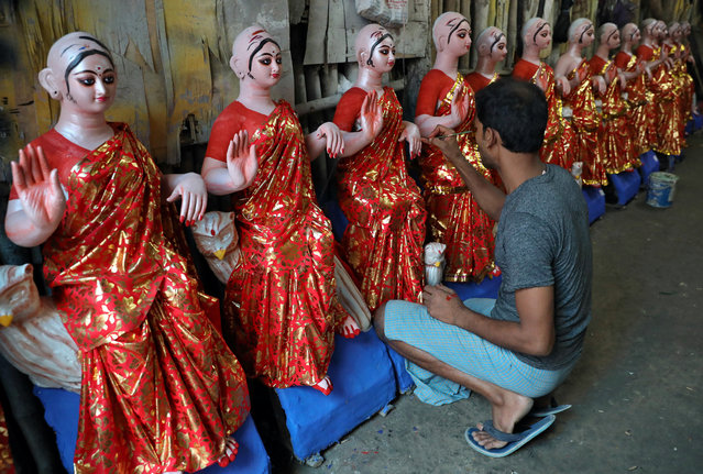 An artist paints idols of Hindu goddess of wealth Laxmi at his workshop, ahead of the Laxmi Puja festival in Kolkata, India, October 11, 2019. (Photo by Rupak De Chowdhuri/Reuters)