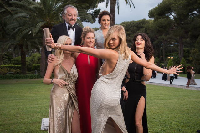 Models Lara Stone, Doutzen Kroes, CEO of l'Oreal Cyril Chapuy, Actress Eva Longoria, Models Karlie Kloss and Isabeli Fontana attend amfAR's 22nd Cinema Against AIDS Gala, Presented By Bold Films And Harry Winston at Hotel du Cap-Eden-Roc on May 21, 2015 in Cap d'Antibes, France. (Photo by Pascal Le Segretain/amfAR15/WireImage)