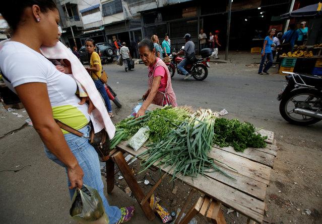 People buy food at a market in Caracas, Venezuela, June 21, 2016. (Photo by Mariana Bazo/Reuters)