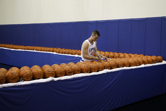 Los Angeles Clippers' Marshall Plumlee signs his autographs during an NBA basketball media day Monday, September 25, 2017, in Los Angeles. (Photo by Jae C. Hong/AP Photo)