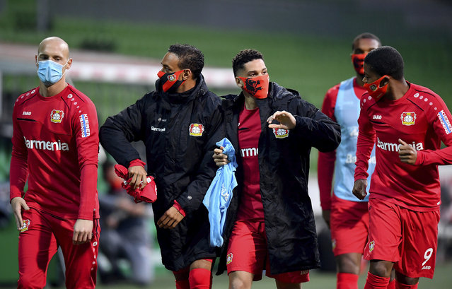 Leverkusen's players joke during the half-time break at the German Bundesliga soccer match between Werder Bremen and Bayer Leverkusen 04 in Bremen, Germany, Monday, May 18, 2020. The German Bundesliga becomes the world's first major soccer league to resume after a two-month suspension because of the coronavirus pandemic. (Photo by Stuart Franklin/AP Photo/Pool)