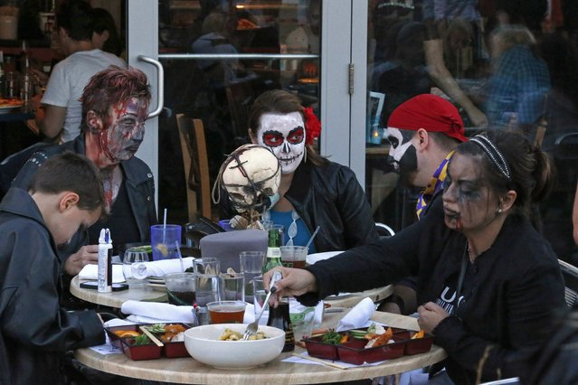 Revellers have lunch during a Zombie Walk in Asbury Park, New Jersey October 4, 2014. (Photo by Eduardo Munoz/Reuters)