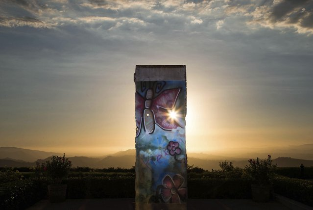 A piece of the Berlin Wall, which has been on display at the Ronald Reagan Presidential Library and Museum since 1990, is seen in Simi Valley, California, September 16, 2014. On November 9, Germany will celebrate the 25th anniversary of the fall of the Berlin Wall. To mark the event Reuters Photographers around the world captured images of segments of the wall, which are kept as monuments in many countries from Taiwan to South Africa and Costa Rica. (Photo by Lucy Nicholson/Reuters)