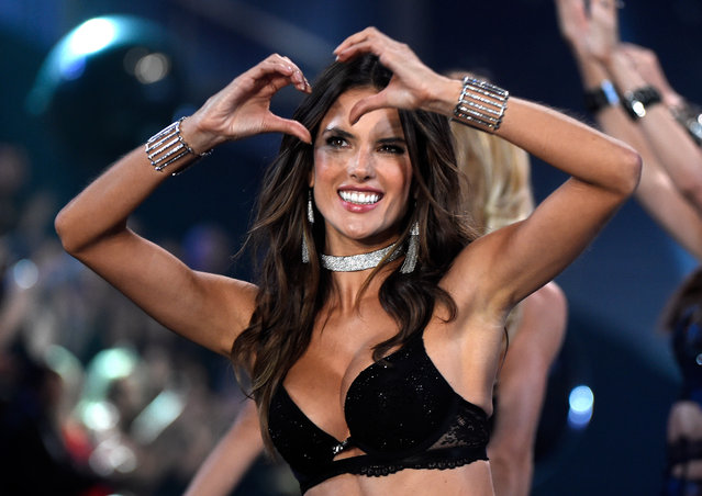 Alessandra Ambrosio walks the runway at the annual Victoria's Secret fashion show at Earls Court on December 2, 2014 in London, England. (Photo by Pascal Le Segretain/Getty Images)