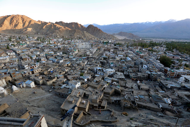 The sun sets in Leh, the largest town in the region of Ladakh, nestled high in the Indian Himalayas, India September 26, 2016. (Photo by Cathal McNaughton/Reuters)