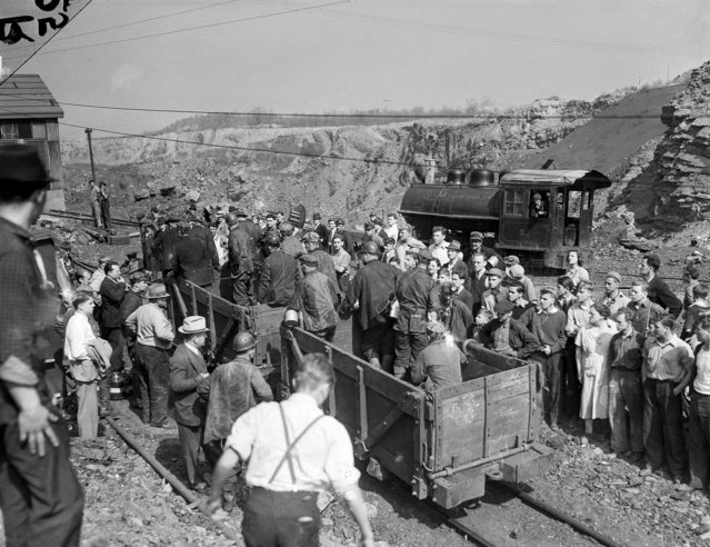 Rescue workers are shown removing the last of seven bodies from the inside of the St. Clair Coal Company near Pottsville, Pa. after an explosion had left a toll of seven dead and 10 seriously burned, April 27, 1938. (Photo by AP Photo)