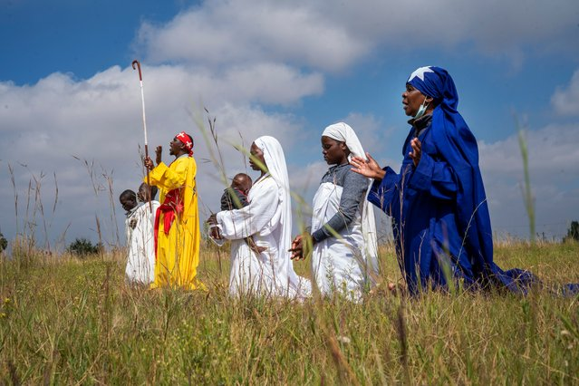 Apostolic Pentecostals celebrate Easter in field in the Johannesburg township of Soweto Sunday April 4, 2021. Such South African independent church consist of small groups of worshippers mixing African traditions and bible study. (Photo by Jerome Delay/AP Photo)
