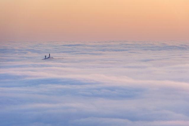 """""""Un mare di nebbia"""". (Photo and caption by Massimo Feliziani)"""