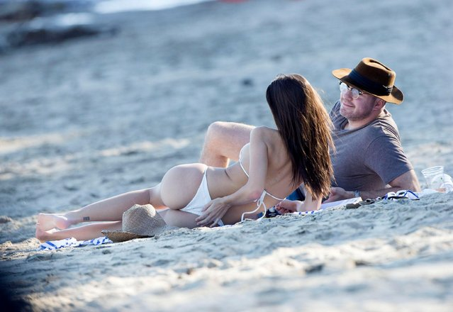 Emily Ratajkowski and Jeff Magid sun bathes at Paradise Cove in Malibu, CA on March 9, 2017. (Photo by Splash News and Pictures)