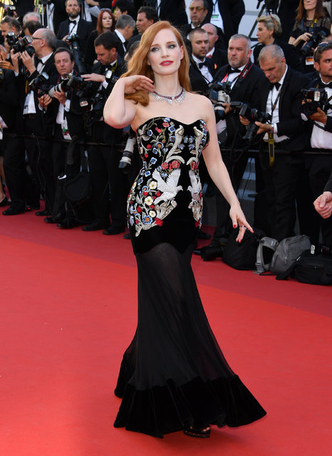 """Jessica Chastain attends the """"Ismael's Ghosts (Les Fantomes d'Ismael)"""" screening and Opening Gala during the 70th annual Cannes Film Festival at Palais des Festivals on May 17, 2017 in Cannes, France. (Photo by George Pimentel/WireImage)"""