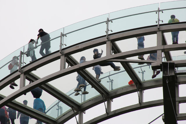 Visitors walk on the glass sightseeing platform on Shilin Gorge in Beijing, China, May 27, 2016. (Photo by Kim Kyung-Hoon/Reuters)