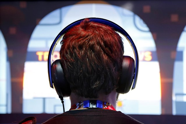 A gamer wears headphones while playing a game at the 2014 Electronic Entertainment Expo, known as E3, in Los Angeles, June 10, 2014.  REUTERS/Jonathan Alcorn