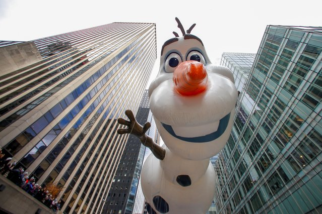 The Olaf from Frozen balloon hovers above the crowd during the 93rd Macy's Thanksgiving Day Parade in New York, U.S., November 28, 2019. (Photo by Caitlin Ochs/Reuters)