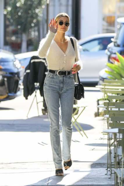 Hailey Baldwin looks stylish in high-waisted denim and her cream wool sweater with plunging neckline as she stops by Nine Zero One to freshen up her hair do in West Hollywood on Thursday, December 19, 2019.  Justin and Hailey are reportedly soon to embark on their beach honeymoon and Christmas celebration in Justin's homeland of Canada. The couple will be enjoying their celebration at their – Ontario's Puslinch Lake estate. (Photo by Juliano/X17/SIPA Press)