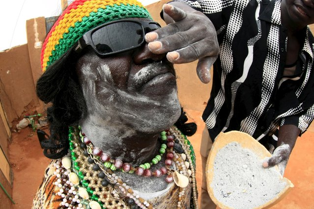 A traditional performer from the Nuba Mountains tribe gets ready before a celebration of their cultural heritage, as part of ongoing events to commemorate the International Day of the World's Indigenous Peoples, in Omdurman August 15, 2015. (Photo by Mohamed Nureldin Abdallah/Reuters)
