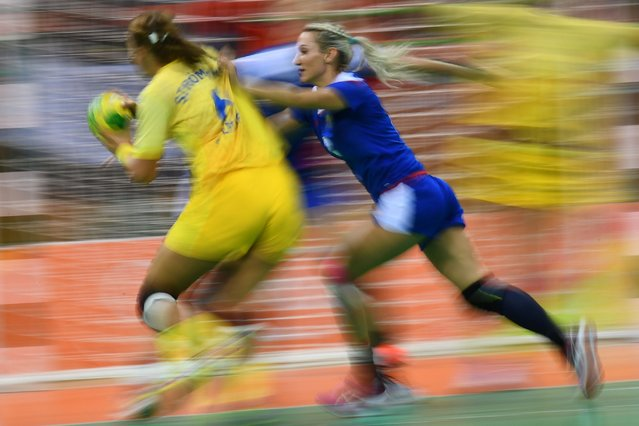 Sweden's Carin Stromberg (L) competes with Russia's Polina Kuznetsova during the women's preliminaries Group B handball match Russia vs Sweden, August 10, 2016. (Photo by Franck Fife/AFP Photo)