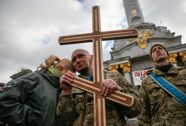 """Comrades react during the funeral ceremony for ultra-nationalist Ukrainian volunteers """"Aydar Battalion"""" servicemen Sergey Kochetov and Nikolay Sayuk, who were reportedly killed in the conflict in eastern Ukraine, at the Independence Square in Kiev, Ukraine, 04 November 2016. Pro-Russian separatists attacked Ukrainian army positions in eastern Ukraine 31 times in the past 24 hours, including 17 attacks in the Mariupol sector, and seven in the Luhansk and the Donetsk sectors each, according to the Ukrainian government's official press center for the so-called Anti-Terrorist Operation (ATO). (Photo by Roman Pilipey/EPA)"""