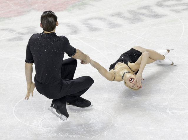 Alexa Scimeca, right, and Christopher Knierim skate during the pairs short program at the U.S. Figure Skating Championships in Greensboro, N.C., Thursday, January 22, 2015. (Photo by Chuck Burton/AP Photo)