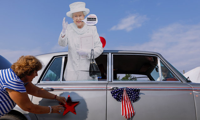 A cardboard cutout of Queen Elizabeth greets people at the Avondale Estates 4th of July Parade to celebrate the US Independence Day holiday in Avondale Estates, Georgia, USA, 04 July 2018. The holiday celebrates the United States' 242nd year of independence from Britain. (Photo by Erik S. Lesser/EPA/EFE)
