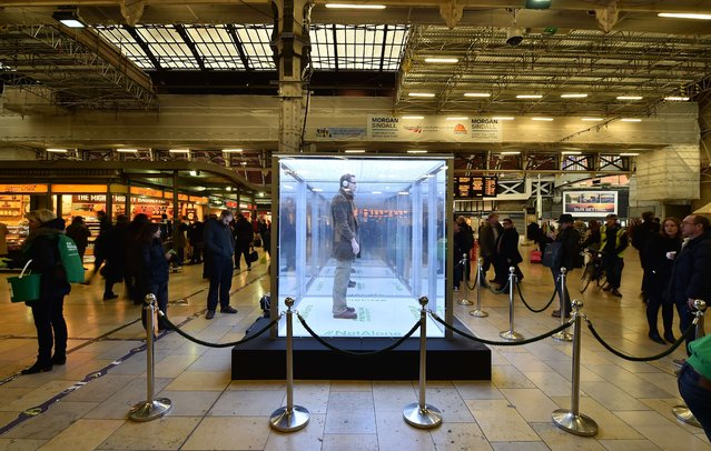 "An ""Isolation box"" at Paddington Station in central London on February 11, 2015, to highlight new figures  that an estimated 550,000 people living with cancer in Britain are currently suffering from loneliness. (Photo by Leon Neal/AFP Photo)"