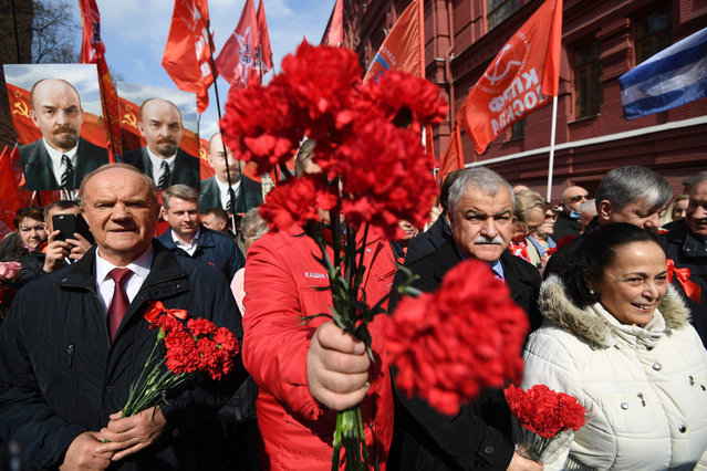 Russian Communist party leader Gennady Zyuganov (L) walks with supporters towards the Mausoleum of the Soviet state founder and revolutionary leader Vladimir Ilyich Ulyanov aka Lenin to attend a flower-laying ceremony marking the 151th anniversary of his birth, on Red Square in Moscow, on April 22, 2021. (Photo by Natalia Kolesnikova/AFP Photo)