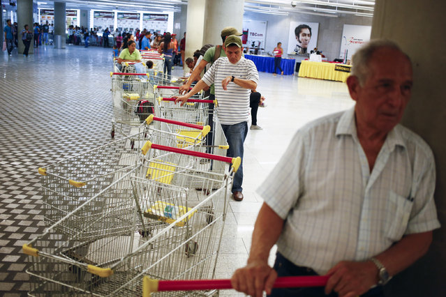 Customers line up to get in for shopping at a state-run Bicentenario supermarket in Caracas, May 2, 2014. (Photo by Jorge Silva/Reuters)