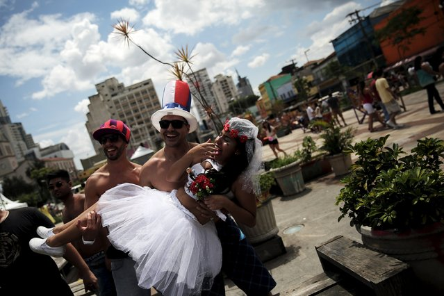 """Revellers take part in the annual carnival block party known as """"Casas comigo"""" or """"Marry me"""" at the Pinheiros neighborhood in Sao Paulo, Brazil, January 30, 2016. (Photo by Nacho Doce/Reuters)"""