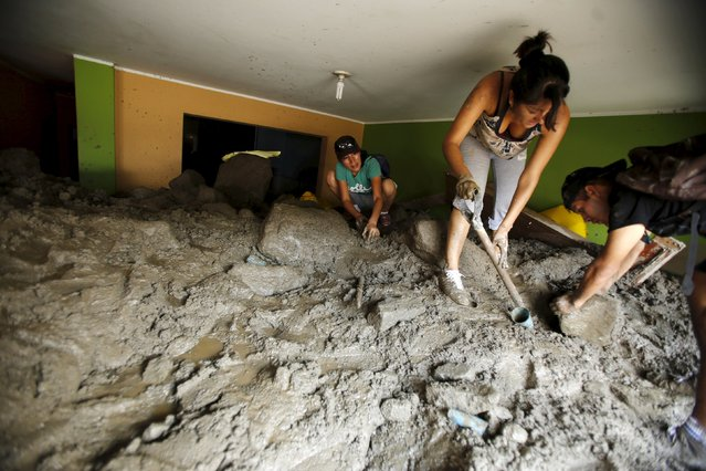 People remove mud and rocks from their house after a massive landslide in Chosica, March 24, 2015. Seven people were killed and more were feared dead in Peru after a massive landslide buried parts of a town amid heavy rains, authorities said on Tuesday. Six were missing and 25 injured in the disaster in Chosica, some 30 kilometers (18.6 miles) east of Lima, said Alfredo Murgueytio, the head of the National Civil Defense Institute, Indeci. (Photo by Mariana Bazo/Reuters)