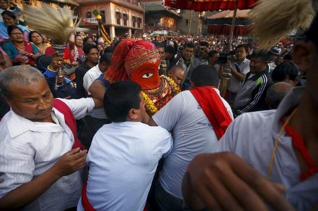 Devotees carry the idol of Rato Machhindranath during the ritual at Bungamati in Lalitpur April 5, 2015. (Photo by Navesh Chitrakar/Reuters)