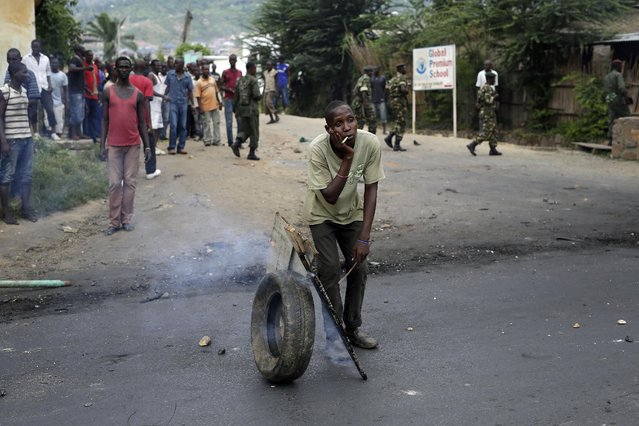 Demonstrators face off with riot police in the Musaga district of Bujumbura, Burundi, Monday, May 4, 2015. (Photo by Jerome Delay/AP Photo)