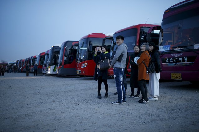 Chinese tourists wait for their bus as they leave after an event organized by a Chinese company at a park in Incheon, South Korea, March 28, 2016. (Photo by Kim Hong-Ji/Reuters)