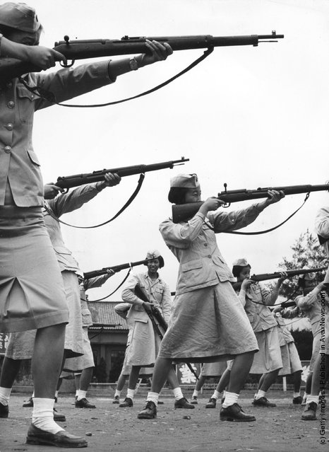 1950: Rifle training with the Chinese Nationalist Women's Army