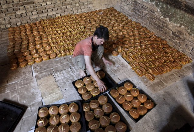 A vendor prepare cookies for customers ahead of Eid al-Fitr, which marks the end of Ramadan, in Mazar-i-Sharif, Afghanistan July 13, 2015. (Photo by Anil Usyan/Reuters)