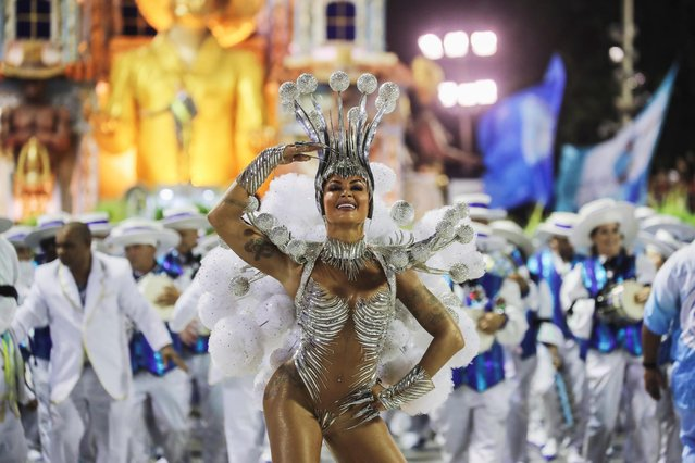 Drum queen Aline Riscado of Vila Isabel samba school performs during the second night of the Carnival parade at the Sambadrome in Rio de Janeiro, Brazil on February 24, 2020. (Photo by Sergio Moraes/Reuters)