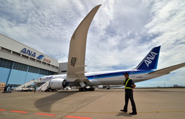 Japan's air carrier All Nippon Airways (ANA) displays Boeing's latest aircfaft 787-9 at Tokyo's Haneda airport before the world's first passenger flight with Japanese and American children on August 4, 2014. ANA will start commercial operation using the 787-9 for domestic flights from August 7. (Photo by Yoshikazu Tsuno/AFP Photo)