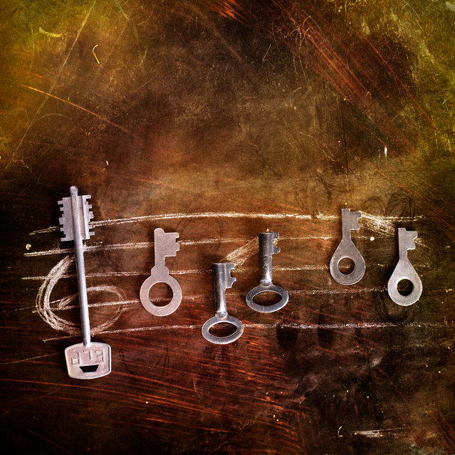 Musical notes used using chalk and keys. (Photo by Stanislav Aristov/Caters News)