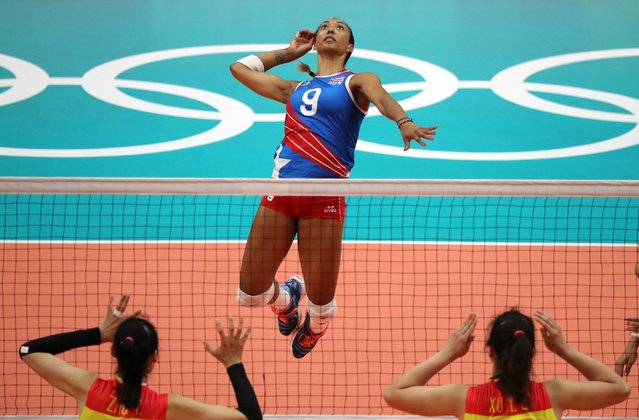 Puerto Rico's Aurea Cruz (C) spikes into China's Ting Zhu (L) and Yunli Xu (R) during the women's Volleyball match of the Rio 2016 Olympic Games at Maracanazinho indoor arena in Rio de Janeiro, Brazil, 10 August 2016. (Photo by Mario Ruiz/EPA)