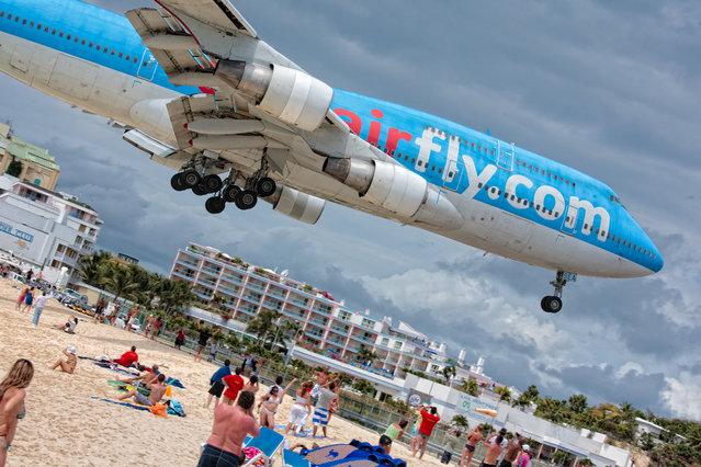 """AirFrance Boeing 747 landing in St. Maarten"". (Photo by Aurimas)"