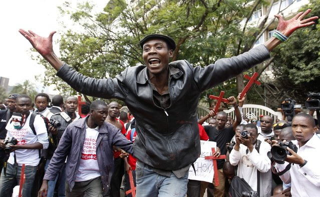 """A protester chants slogans during the #OccupyHarambeeAve protest in Kenya's capital Nairobi November 25, 2014. Kenyan police used teargas to disperse demonstrators shouting """"President, Stop the killings!"""" outside President Uhuru Kenyatta's offices on Tuesday, in the protest over 28 people killed in a weekend attack claimed by Islamist militants. (Photo by Thomas Mukoya/Reuters)"""