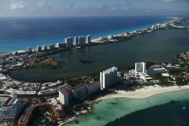An aerial view of resort hotels in Cancun, August 13, 2015. (Photo by Edgard Garrido/Reuters)