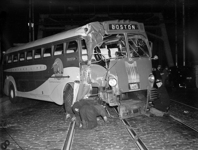 Bus crash, 1939. (Photo by Leslie Jones)