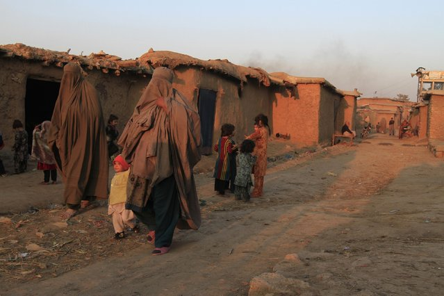 Women walk in a street at a slum on the outskirts of Islamabad January 6, 2015. (Photo by Faisal Mahmood/Reuters)