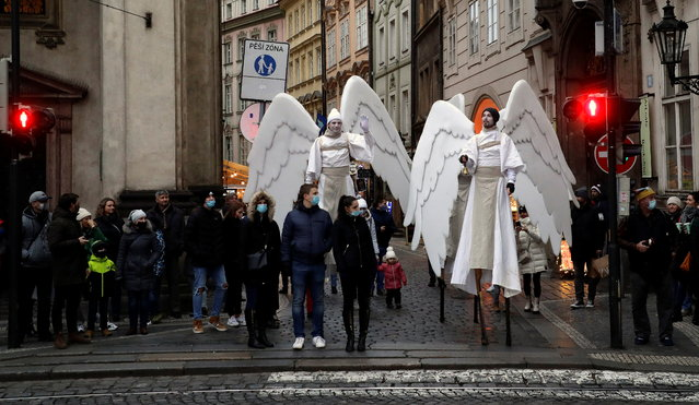 Men dressed as angels stand on a street amid the coronavirus disease (COVID-19) outbreak in Prague, Czech Republic, December 20, 2020. (Photo by David W. Cerny/Reuters)