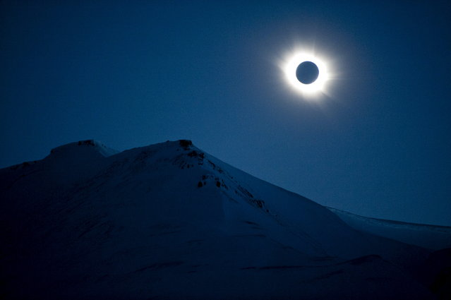A total solar eclipse is seen in Longyearbyen on Svalbard, Norway, March 20, 2015. A partial eclipse was visible on Friday, the first day of northern spring, across parts of Africa, Europe and Asia. The total eclipse of the sun was only visible in the Faroe Islands and the Norwegian archipelago of Svalbard in the Arctic Ocean. (Photo by Jon Olav Nesvold/Reuters/NTB Scanpix)