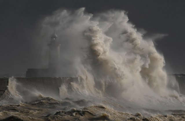 Large waves hit the harbour wall at Newhaven, southern Britain, February 11, 2020. (Photo by Toby Melville/Reuters)